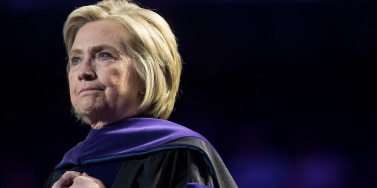 Η Χίλαρι Κλίντον τρολάρει την επιστολή Τραμπ: Ανέβασε υποτιθέμενο διάλογο Κένεντι με Χρουτσόφ
