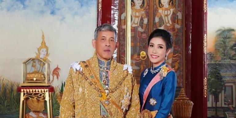 Ο βασιλιάς της Ταϊλάνδης αποκαθήλωσε την επίσημη ερωμένη του: Γιατί της αφαίρεσε τους τίτλους