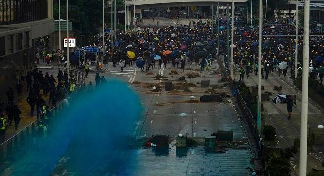 Χονγκ Κονγκ: Η Αστυνομία ζήτησε συγγνώμη για την μπλε μπογιά σε τέμενος