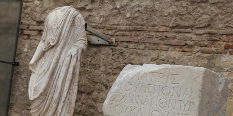 Αγρότης στη Λάρισα βρήκε αρχαίο άγαλμα σε χωράφι του