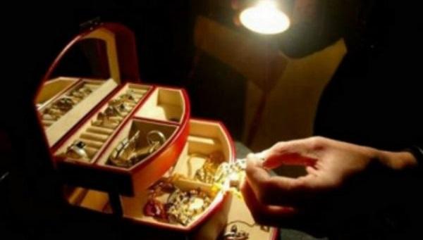 Νεαρή οικιακή βοηθός έκλεβε χρυσαφικά από σπίτι στον Βόλο