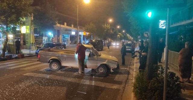 Τρελή πορεία αγροτικού σκόρπισε τον τρόμο στην οδό Βόλου στη Λάρισα [εικόνες]