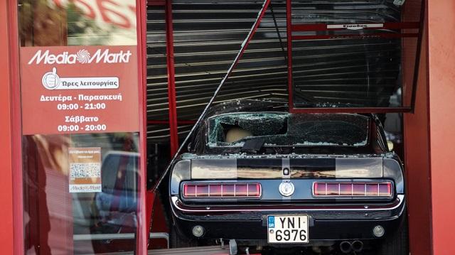 Εξαρθρώθηκε σπείρα που χρησιμοποιούσε αυτοκίνητα ως «πολιορκητικούς κριούς» για διαρρήξεις