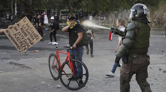 Καταπάτηση ανθρωπίνων δικαιωμάτων στη Χιλή: Ρίχνουν στο ψαχνό, 18 νεκροί