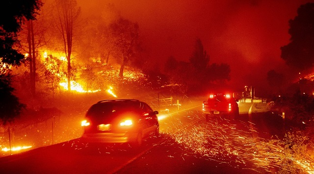 ΗΠΑ: Κόλαση φωτιάς στην Καλιφόρνια- 50.000 πήραν εντολή να απομακρυνθούν