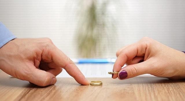 Ζευγάρια στα Τρίκαλα πληρώνουν… όσο-όσο για να χωρίσουν