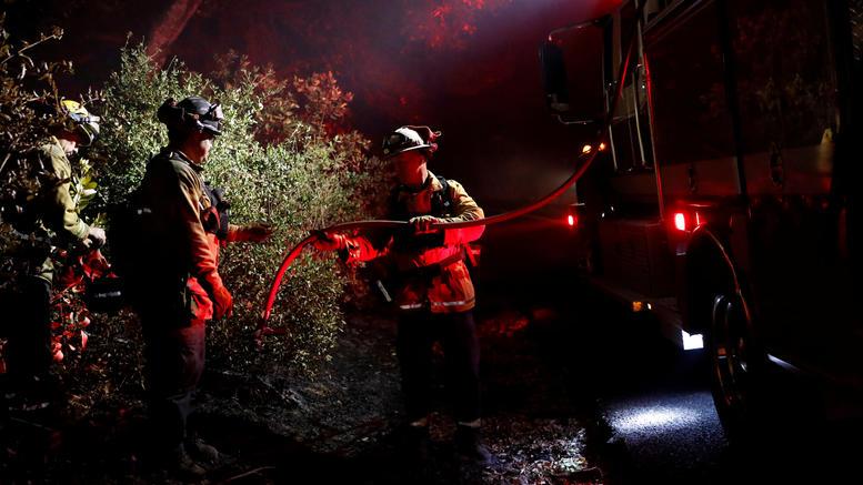 Οι φωτιές στην Καλιφόρνια απειλούν τις συνοικίες των celebrities