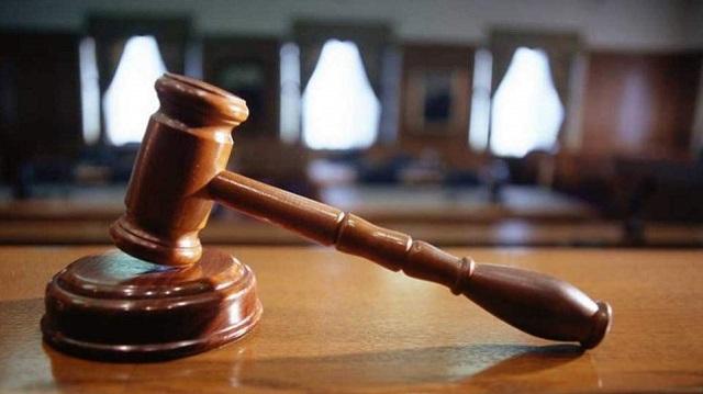 Αθώωση εργοδότη για χειροδικία, ένοχη εργαζόμενη για απειλές