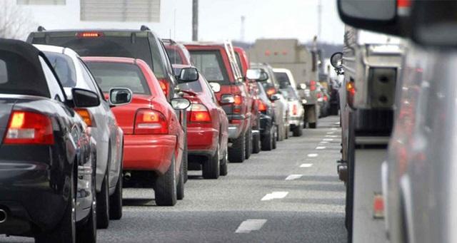 ΙΟΒΕ: Μόλις 3 στα 1.000 οχήματα στην Ελλάδα είναι χαμηλών ρύπων