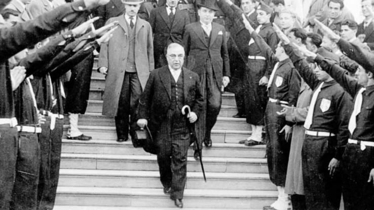 Καθηγήτρια Λυκείου τα είπε «έξω από τα δόντια» για το καθεστώς Μεταξά: «Ήταν φασίστας-δικτάτορας»