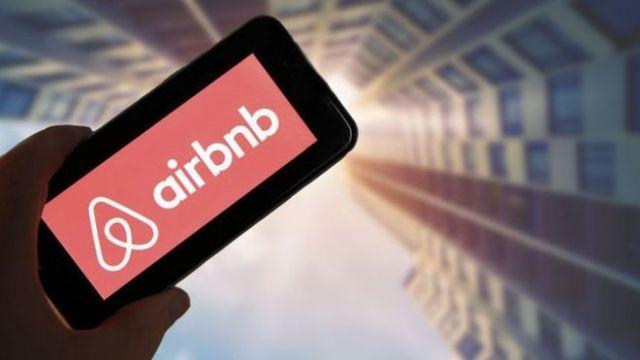 Airbnb: Τέλος στα «party houses» μετά την τραγωδία στην Καλιφόρνια