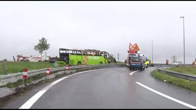 Γαλλία: Ανατροπή λεωφορείου με προορισμό το Λονδίνο - Δεκάδες τραυματίες