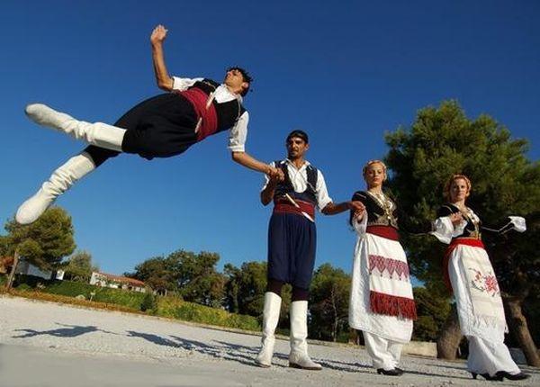 Μαθήματα παραδοσιακών χορών