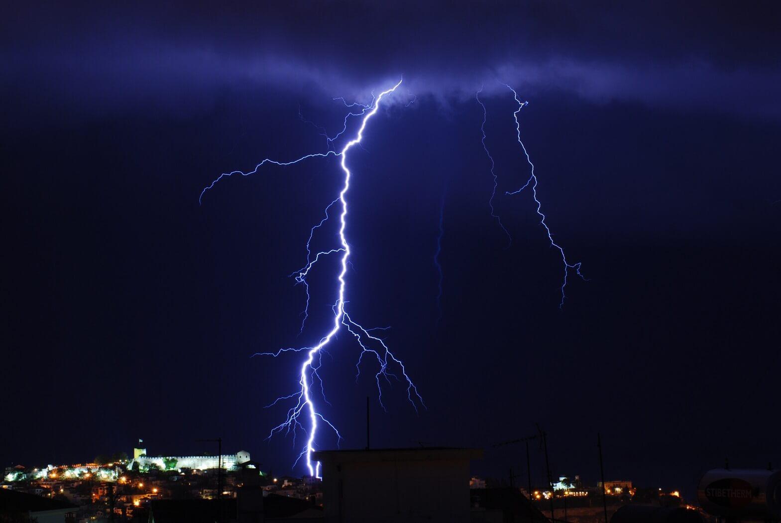 Καταιγίδες και χαλαζοπτώσεις τις επόμενες ώρες