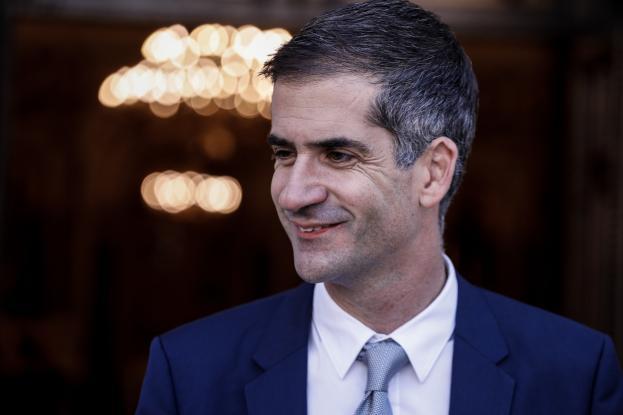 Στα δικαστήρια πάει ο Κώστας Μπακογιάννης τον Χίο για χυδαία δημοσιεύματα