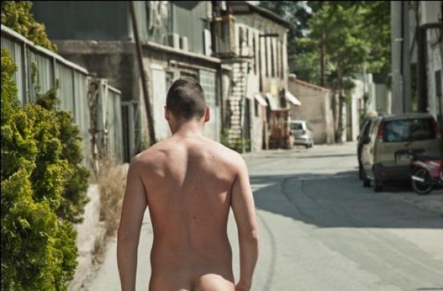 Πάτρα: Βγήκε γυμνός στους δρόμους και προκάλεσε φθορές στα αυτοκίνητα