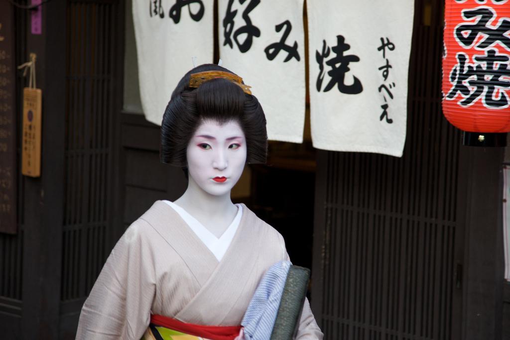 Απαγορεύτηκαν οι σέλφι με γκέισες στο Κιότο