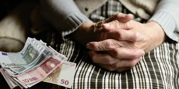 Συντάξεις χηρείας: Επιστροφές έως 480 ευρώ ζητεί το Δημόσιο