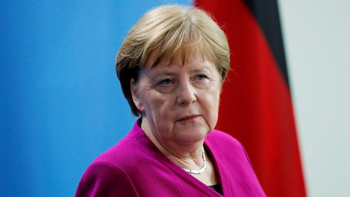Μέρκελ: Όταν έπεσε το τείχος του Βερολίνου έκανα σάουνα, όπως κάθε Πέμπτη βράδυ