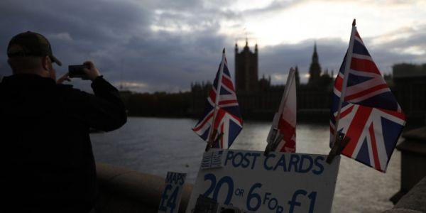 Ο Moody's υποβάθμισε τη Βρετανία, λόγω Brexit - Πιο ευάλωτη σε σοκ η βρετανική οικονομία