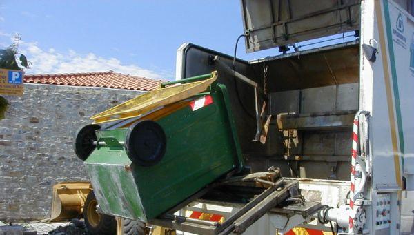 Αποκομιδή απορριμμάτων στη Σκόπελο