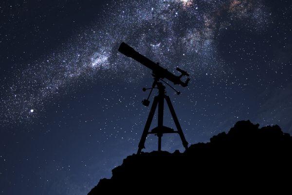 Τηλεσκόπια στην παραλία του Βόλου για παρατήρηση ουράνιου φαινομένου