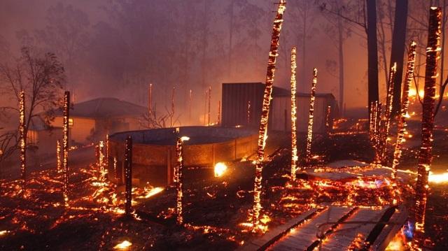 Η Αυστραλία στις φλόγες: Πυροσβέστες τραυματίστηκαν, δεκάδες σπίτια κάηκαν