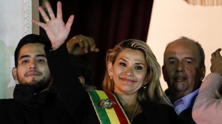 H Ανιες μεταβατική πρόεδρος στη Βολιβία -Μοράλες: Είναι πραξικόπημα