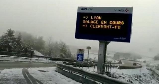 Άσπρισε η Γαλλία – Χιόνια, ένας νεκρός και 300.000 χωρίς ρεύμα από την κακοκαιρία