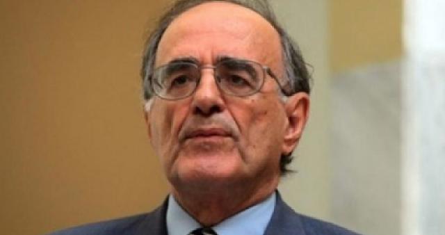 Ο Γ. Σούρλας συγχαίρει τον Αργύρη Κουμτζή για την αποφοίτησή του