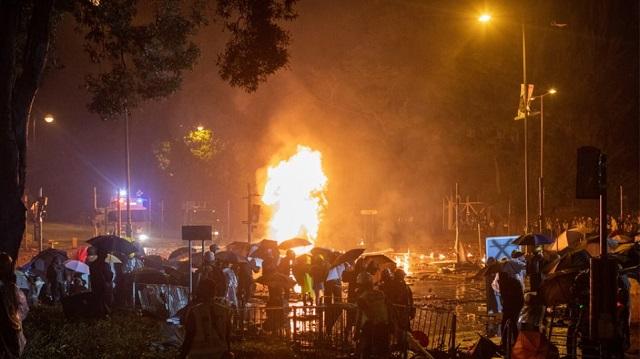 Εκτός ελέγχου η κατάσταση στο Χονγκ Κονγκ: Η αστυνομία απειλεί ότι θα χρησιμοποιήσει σφαίρες