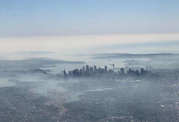 Αυστραλία : Σε επικίνδυνο επίπεδο η ατμοσφαιρική μόλυνση στο Σίδνεϊ λόγω τεράστιας πυρκαγιάς