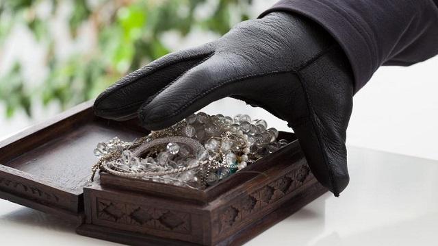 Εκλεψαν κοσμήματα από σπίτι στη Ν. Ιωνία και θα τα πουλούσαν στη Λάρισα