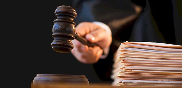 Νεκρή γυναίκα καταδικάστηκε σε… φυλάκιση για αυθαίρετο