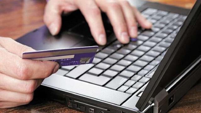 Δήλωνε καφετζής αλλά πούλαγε παπούτσια μέσω ίντερνετ κρύβοντας 1,2 εκατ. ευρώ