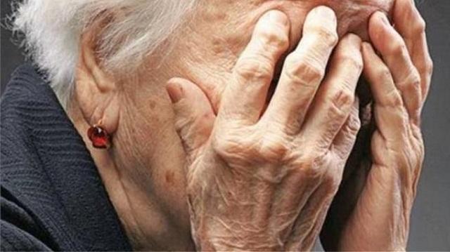 Λαμία: 10χρονος ξάφρισε ανήμπορη ηλικιωμένη που του έδινε χαρτζιλίκι!