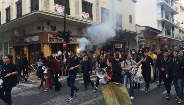 Μαθητικό συλλαλητήριο στον Βόλο κατά της αέριας ρύπανσης