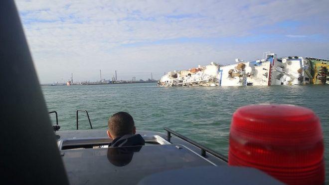 Τεράστια επιχείρηση διάσωσης 14.600 προβάτων από πλοίο που έχει πάρει κλίση