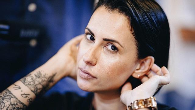 Βραβευμένη Βολιώτισσα φωτογράφος μιλά για τη βία με εικόνες