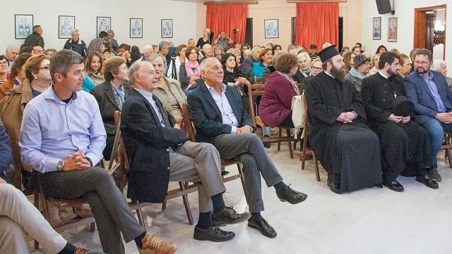 Πλήθος κόσμου στην εκδήλωση για τον παπα-Γιώργη Ρήγα