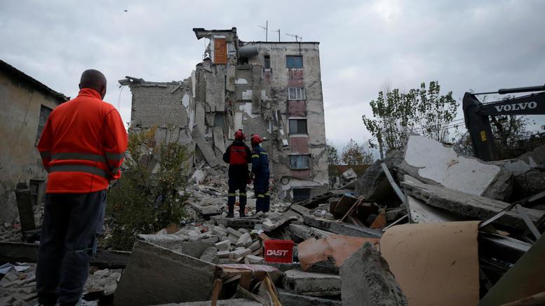 Σεισμός στην Αλβανία: Μάχη με το χρόνο για τους εγκλωβισμένους. 23 νεκροί