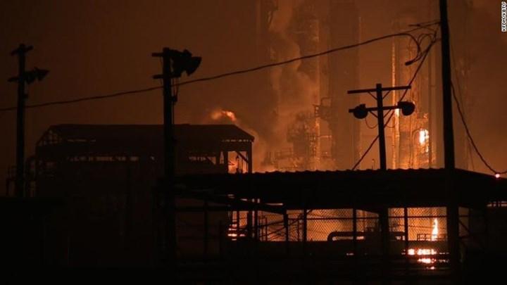Εκκενώσεις πόλεων μετά από νέα έκρηξη σε χημικό εργοστάσιο στο Τέξας