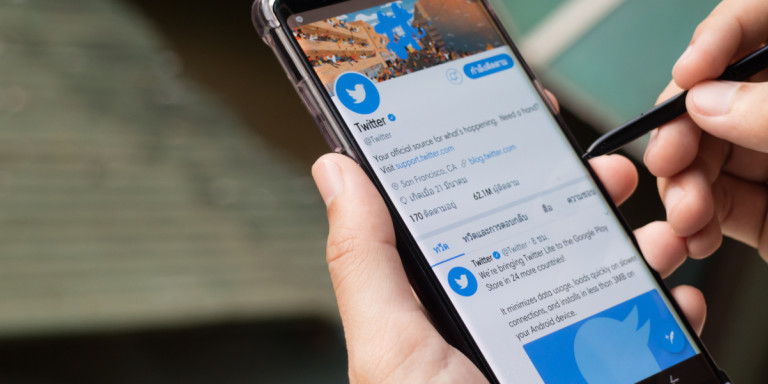 Οι νεκροί έβαλαν φρένο στο Τwitter: Παγώνει η μαζική διαγραφή αδρανών χρηστών