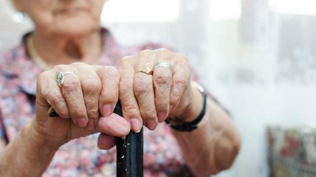 Τρόμος για 80χρονη στο Παλαιό Φάληρο: Ληστές την έδεσαν και την απειλούσαν