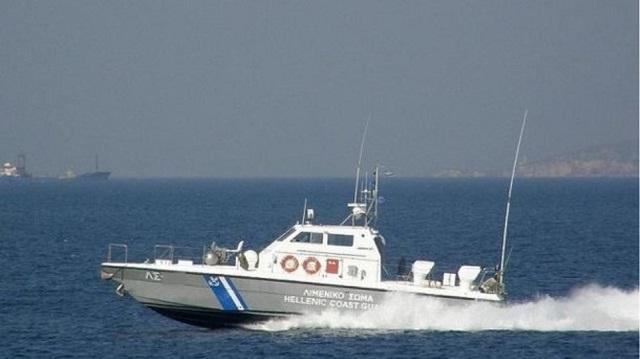 Ακυβέρνητο πλοίο μεταξύ Λέσβου και Σκύρου: Ελικόπτερα του πολεμικού ναυτικού απομακρύνουν το πλήρωμα
