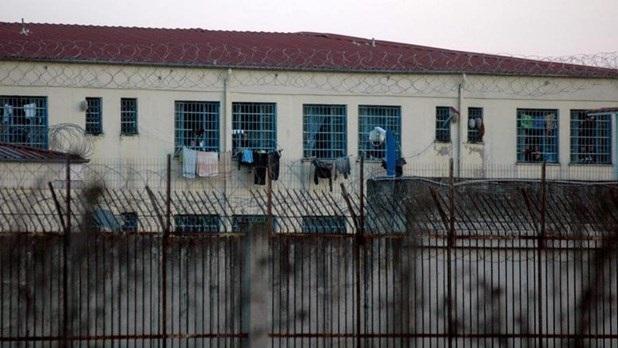 Αθώες οι μάνες που προσπάθησαν να περάσουν ναρκωτικά στις φυλακές Λάρισας