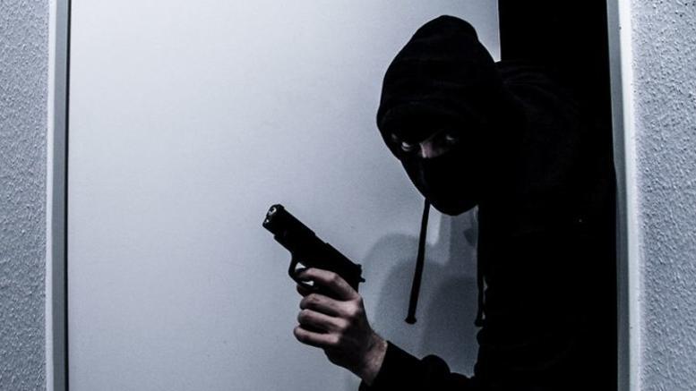 Τρόμος σε σπίτι στην Πάτρα: Εισβολή 5 ληστών - «Δεν έχουμε να φάμε»