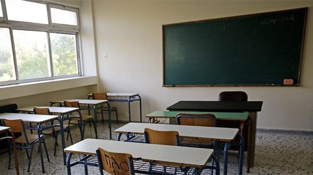 Λακωνία: Καθηγητής ξεκούμπωσε το παντελόνι του μέσα στην τάξη