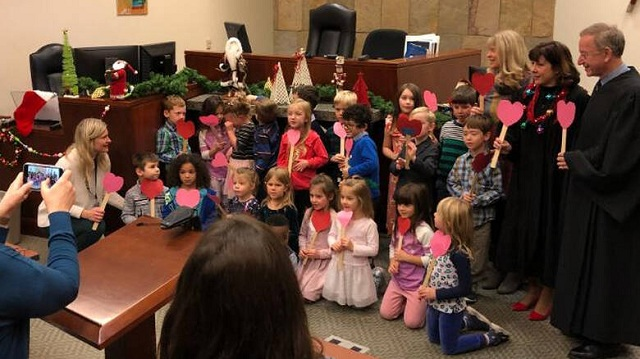 ΗΠΑ: 5χρονος πάει στο δικαστήριο με… μάρτυρες όλο το νηπιαγωγείο
