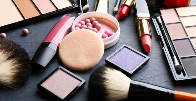 ΕΟΦ: Προειδοποίηση για 15 επικίνδυνα καλλυντικά